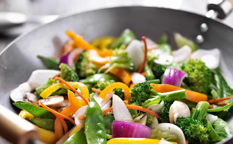 Varier med grønnsaker: Fyll tallerkenen med friske og fargerike grønnsaker, som gjør det lettere å redusere kjøttforbruket.