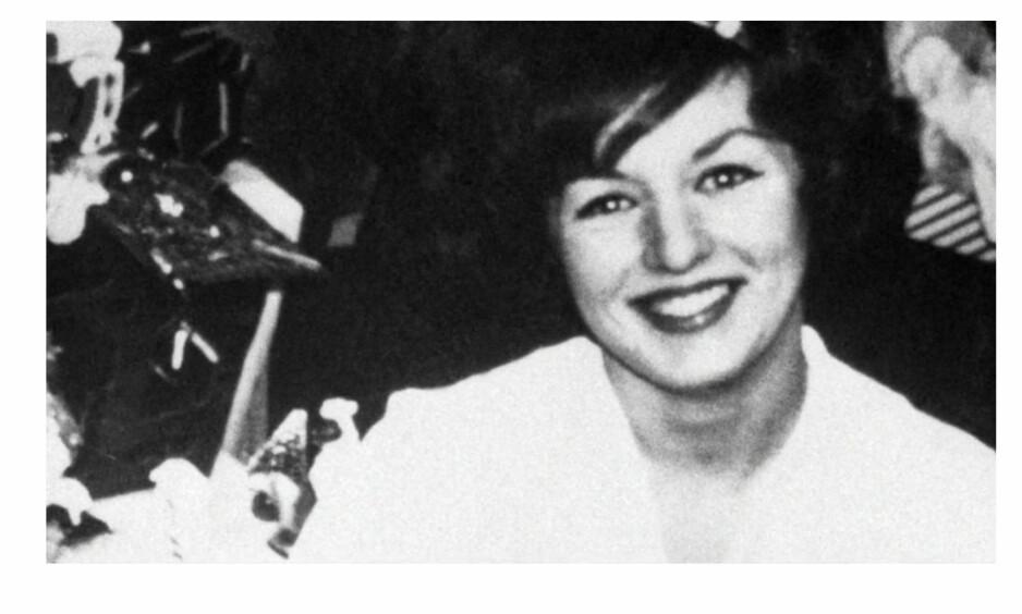 TRUE CRIME: Den amerikanske tobarnsmoren Alice Crimmins våknet en dag og oppdaget at de to barna hennes var forsvunnet fra leiligheten. De ble siden funnet drept og hun ble mistenkt for drapene. Foto: Skjermdump fra Dplay