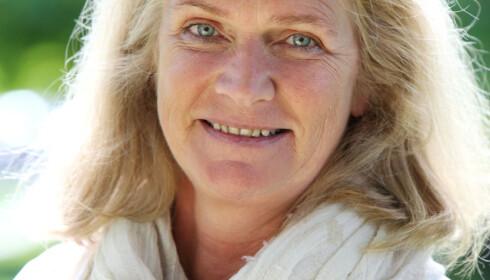 STØTTER BESTEFORELDRE: Christin Engelstad (53) , kommunikasjonssjef i Seniorsaken, journalist og mor til to voksne barn. Foto: Britt Krogsvold Andersen.