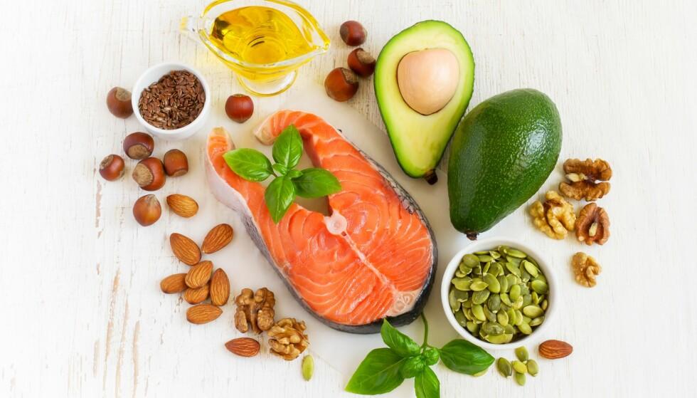 VITAMIN D: Laks, avocado og nøtter er ren helsekost, særlig for de godt voksne. Foto: Scanpix.