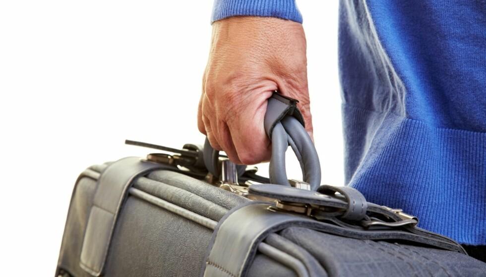 TUNGT: Du behøver ikke slite deg ut på reisen. Det er mange måter du kan få hjelp til å håndtere bagasjen på. Foto: Scanpix.