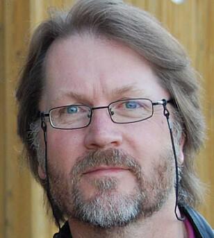 FORSKET PÅ GOLF: Jan Ove Tangen, professor i idrettvitenskap ved Høgskolen i Telemark. Foto: Privat.
