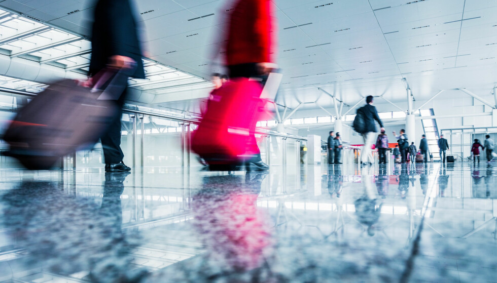 STRESS: Mellomlander du og mister neste fly, bør du sjekke om flyselskapet har holdt seg innenfor minimumstiden. Foto: AirHelp.