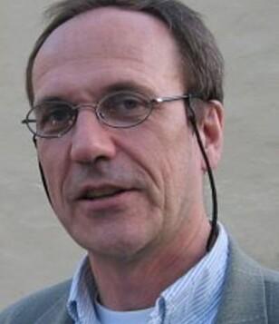 FORSKER PÅ RYGGPROBLEMER: Jan Sture Skouen, professor og seksjonsoverlege ved Haukeland Universitetssjukehus. Foto: UIB.