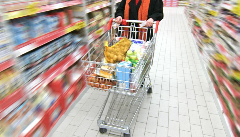 BUDSJETT: Det skal ikke den største justeringen til for å spare noen tusen hver måned, for eksempel er matbudsjett et sted å starte. Foto: Scanpix.