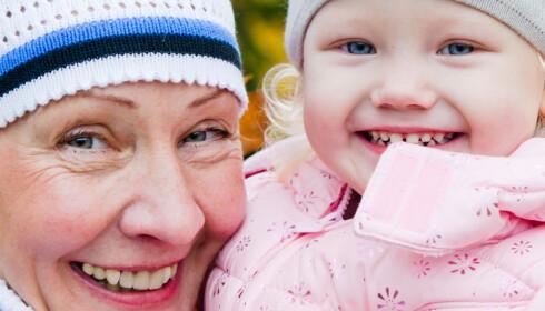 FORETREKKER MORMOR: Det er mormor de aller fleste barnebarn har best kontakt med. Foto: Scanpix.
