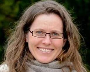 FRARÅDER: Å slikke på frosk eller bruke meitemark på sår er noe forsker og professor May Bente Brurberg fraråder på det sterkeste. Foto: NMBU.