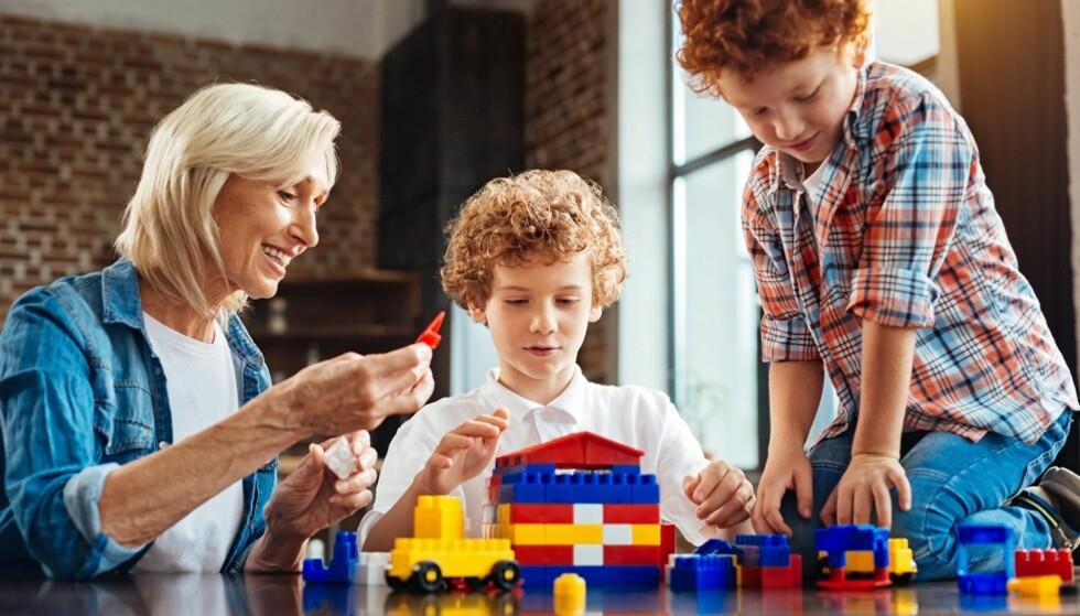 MORO!: Besteforeldre er gode å ha som barnevakt, og det behøver ikke bli en slitsom affere. Her handler om å lage en god plan i forveien. Foto: Scanpix.