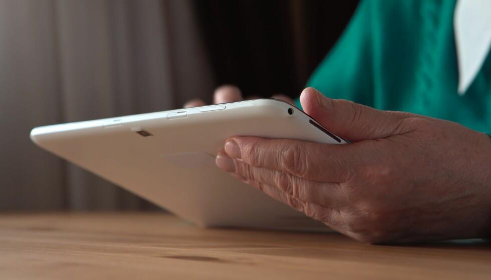<strong>PÅ NETT:</strong> 90 prosent av nordmenn mellom 16 og 79 år bruker internett daglig. Men hver femte nordmann mellom 67 og 79 år ikke har internett. Foto: Scanpix.