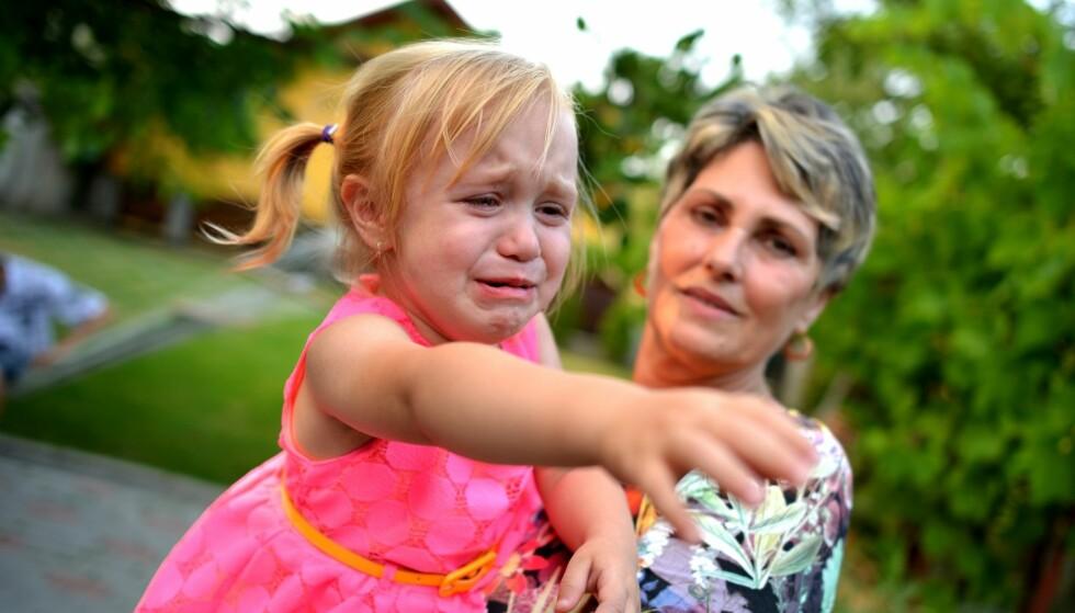 BESTEMOR OG BARNEVAKT: Det er normalt for besteforeldre å bli litt ekstra stressa av tanken på å være barnevakt, særlig om man skal ta ansvar for leggingen på kveldstid. Men med noen enkle strategier, vil det nok ordne seg. Foto: Scanpix.