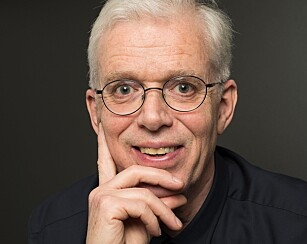 POSITIV: Jan Bjørneboe ser bare positivt på fremtiden. - Jeg tror det skal gå bra, sier han. Foto: Bjørneboe forlag.