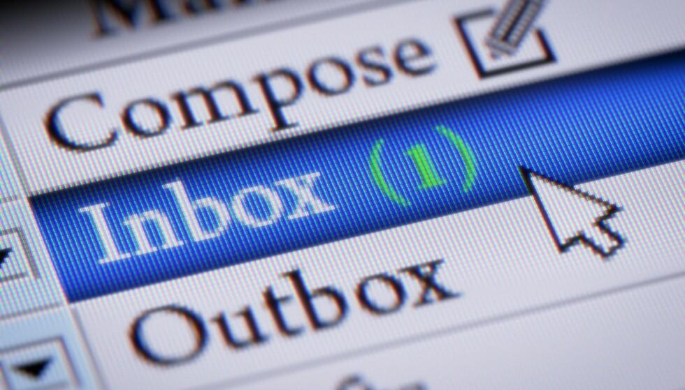 FALSK E-POST: Vær obs på at noe søppelpost ikke alltid fanges opp av spamfilteret på e-postkontoen din, dermed kan du motta svindel-mail rett i innboksen. Her er det mange som lar seg lure! Foto: Scanpix.
