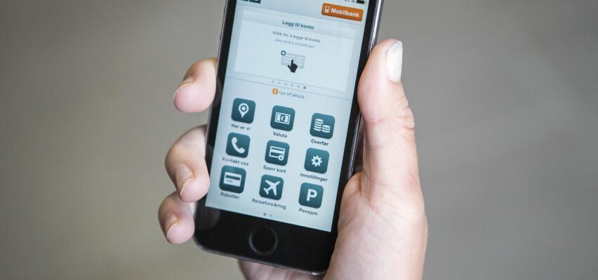 MOBILBANK: Bank ID på mobil er praktisk i mange tilfeller, særlig når du er på farten og trenger å sjekke saldo, overføre penger eller betale regninger i tide. Foto: Scanpix