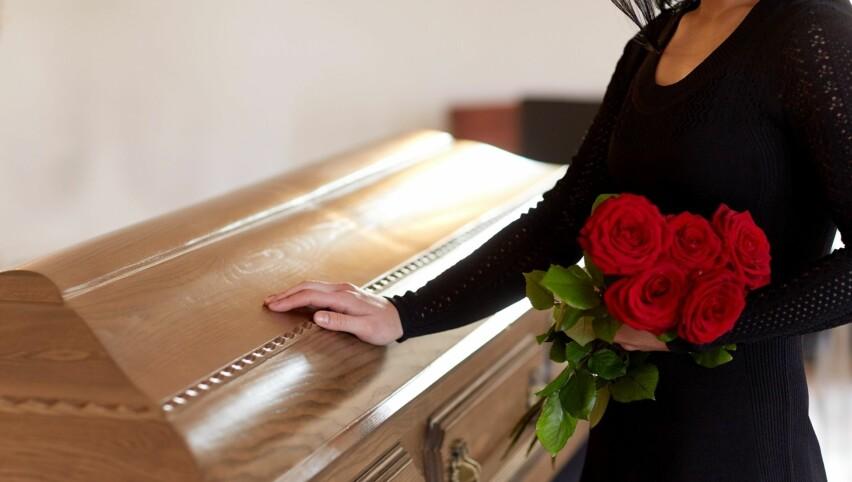 KOSTBAR BEGRAVELSE?: En rimeligere begravelse behøver ikke å bety en mindre verdig begravelse. I artikkelen under får du tipsene. Foto: Scanpix.