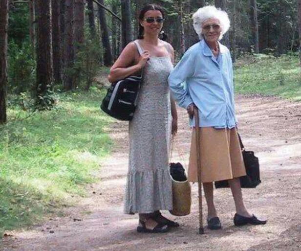 Spasertur: Dette bildet er tatt ikke lenge før Sonjas mor Joan Ruth gikk bort. Foto: Privat