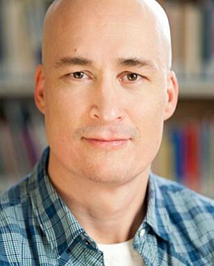 FORSKER PÅ LYKKE: Thomas Hansen, forsker ved NOVA, seksjon for aldersforskning og boligstudier. Foto: NOVA.