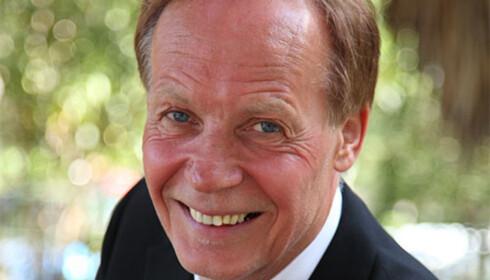 OPP OG STÅ! Overlege Helge Istad i LHL mener at dersom du har hatt hjertesykdom, bør du være i bevegelse - også når du reiser. Foto: LHL