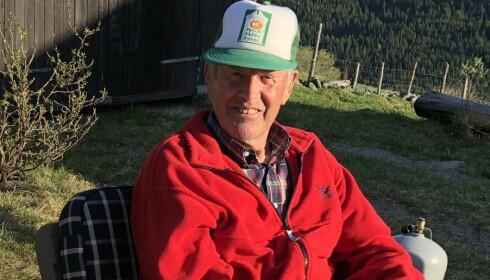 <strong>KLOK KAR:</strong> Å jobbe på gard hele livet er ikke for pyser. Pensjonist Arne Bøygard (82) vet å sette pris på omgivelsene. FOTO: Sonja Evelyn Nordanger