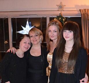 SISTE JULEN: Fra venstre: Helene, mamma Trine, stesøster Connie og lillesøster Ida Kristin. Foto: Privat.