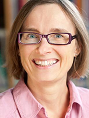 TETTERE FORHOLD: NOVA-forsker Katharina Herlofson mener at siden 40 prosent av barn i Norge i dag har alle fire besteforeldre i live når de fyller ti år, er betydningen av besteforeldre viktigere. Foto: NOVA.