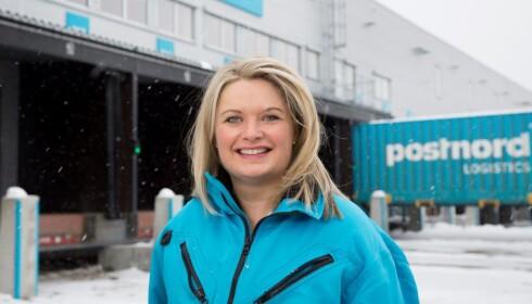 LEVERER PAKKER: Ekspert på e-handel og logistikk i PostNord, Rikke Kyllenstjerna, tror flere vil velge hjemlevering i årene fremover. FOTO: PostNord