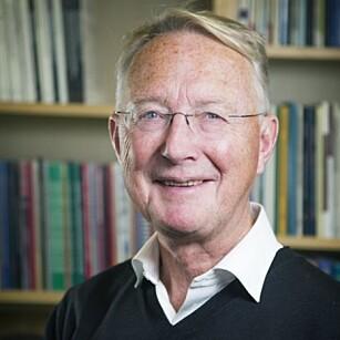 PROFESSOR: Knut Engedal er professor i alderspsykiatri ved Nasjonalt kompetansesenter for aldersdemens. Foto: Martin Lundsvoll.