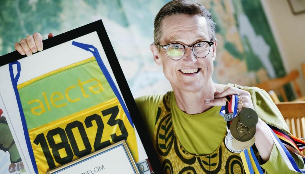 PREMIER: Det har blitt noen medaljer og diplomer etterhvert som Gudrun har deltatt på flere konkurranser. Foto: Petra Älvstrand