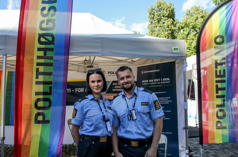 POLITIET: Også politiet og politihøgskolen hadde stand på festivalområdet til Oslo Pride. Foto: Camilla Hjelmeseth
