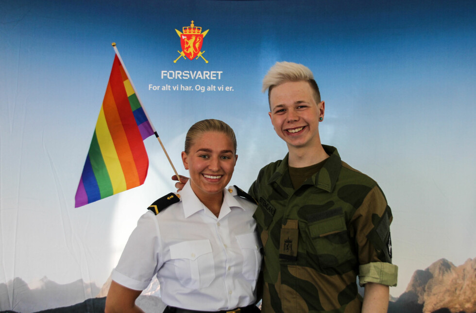 FORSVARET: Forsvaret hadde også stand inne på festivalområdet. Foto: Camilla Hjelmeseth