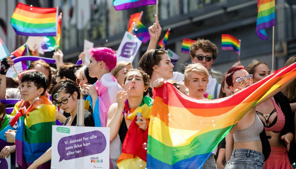 PARADEN: Paraden i fjor hadde omtrent 40 000 deltagere. Foto: Audun Braastad / NTB scanpix.