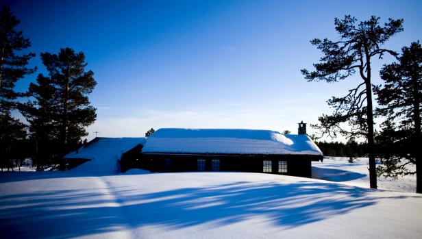 PERFEKT FOR SOLENERGI: Norske hytter drar nytte av lave temperaturer om vinteren. Foto: NTB Scanpix