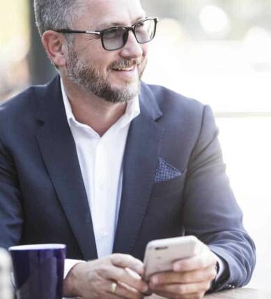 VIL GJØRE HVERDAGEN ENKLERE: Hans-Petter Nygård-Hansen har stor tro på smarthøyttaleren som hjelpsom assistent i hjemmet. Foto: Ingar Næss