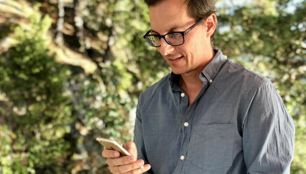 ULIK LEVEALDER PÅ MOBILTELEFONER: En god mobiltelefon kan fint leve i fem år, sier teknologijournalist og forfatter Per Kristian Bjørkeng. Foto: Ingrid Skiftesvik Knoff