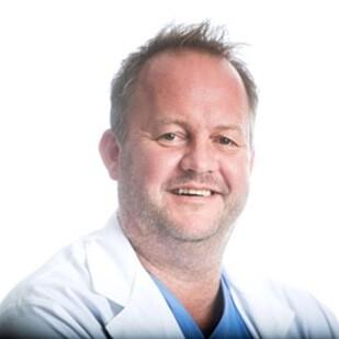 TAP AV TESTOSTERON: Urolog Per Espen Låhne møter flere mannlige pasienter som opplever symptomer på overgangsalderen. Foto: Osebergklinikken.