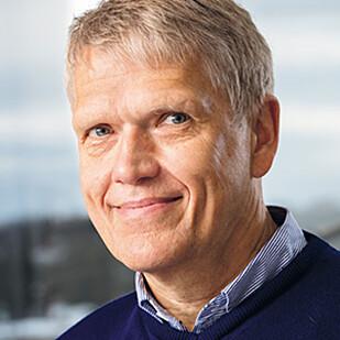 OPPLAGT PÅ KVELDEN: Poul Jennum, professor ved Københavns Universitet, forteller at middagsluren gjør at man blir mer opplagt på kveldstid. Foto: KU.