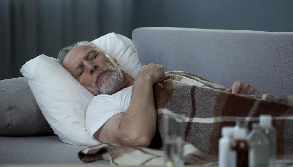 MIDDAGSLUR: For mange er middagsluren en vane, og hvilen har flere positive effekter på kroppen. Men ikke sov for lenge, råder forsker. Foto: Scanpix.