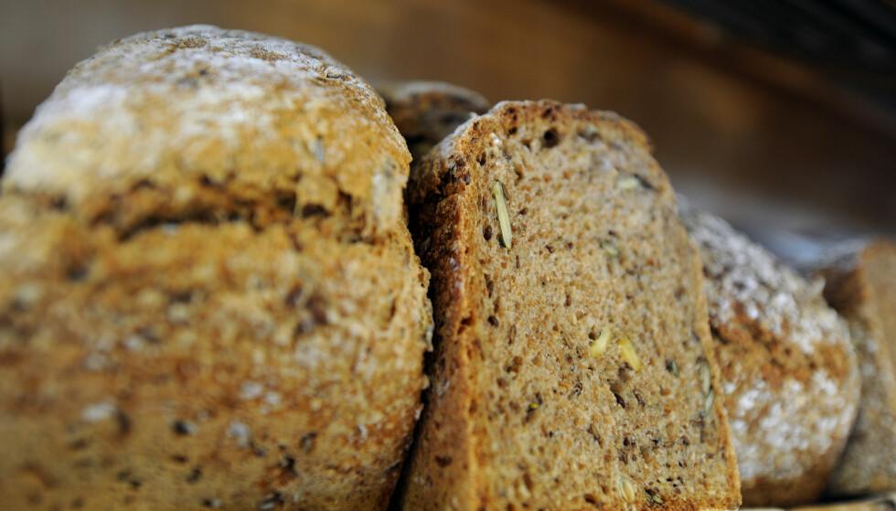 GROVT BRØD: Fullkorn, som man finner i blant annet grovt brød, er kreftforebyggende og kan redusere overvekt. Foto: Scanpix