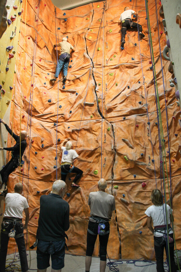 OPPVARMING: Oppvarmingen til Gerisk Klatrekompani kunne vært en egen økt for andre klatrere. Foto: Camilla Hjelmeseth