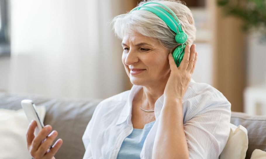LYDBOK: En god lydbok kan du høre på når som helst. Lenger nede i artikkelen får du noen gode anbefalinger. Foto: Scanpix.