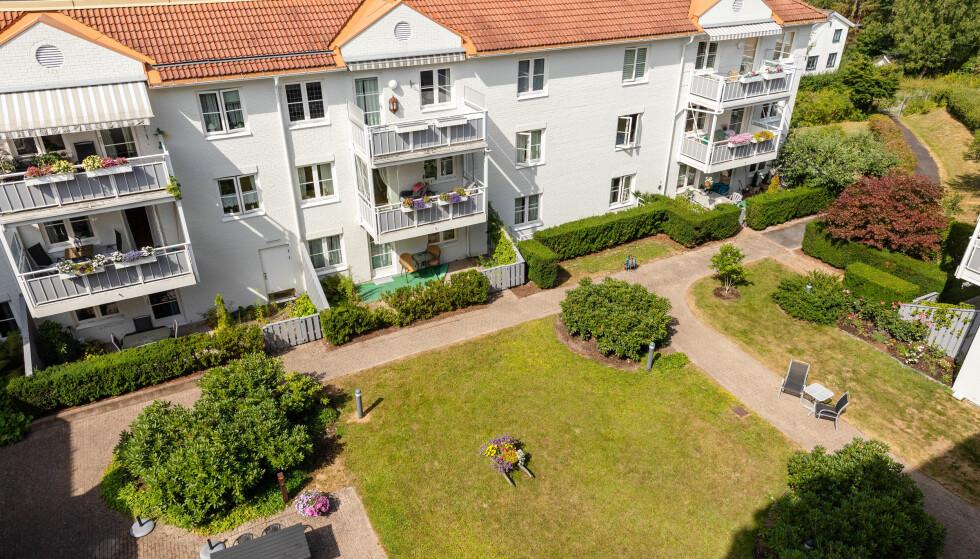 STORT: Husebyhagen Seniorboliger har 78 boenheter. Flere felles grøntområder ligger mellom bygningsdelene. Foto: Audun Braastad / NTB scanpix