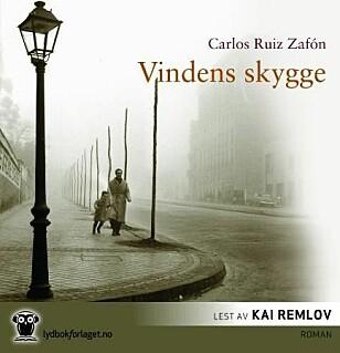ANBEFALT: Vindens skygge av Carlos Ruiz Zafón.