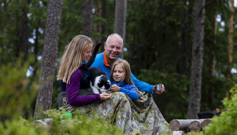 SKOG: Selv om familien Tjomsland/Oldebråten ikke bor på hytta i fjellet lenger, bor de rett ved siden av en skog som de bruker aktivt. Foto: Tore Meek/NTB scanpix