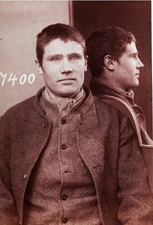 «SLIMAALEN»: Hans Hansen Grorud, født 26. september 1881 i Skånevik, ble arrestert da han var 20 år gammel. Siden skulle det bli flere dommer for tyveri og heleri. Legg merke til speilet på skulderen som gjør at man ser profilen. Foto: Arkivverket.