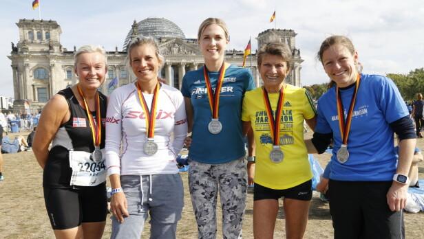 SOSIALT: Vera Nystad etter Berlin-maraton tidligere i høst. Hun vant overlegent i sin klasse. Foto: Privat