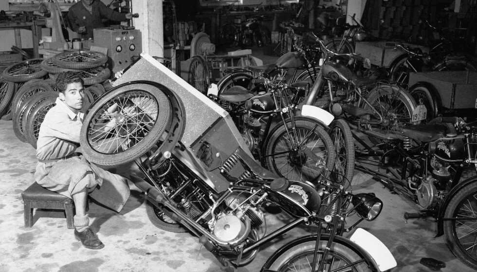 Motorsykkel: Selv om Øglænd var en sykkelfabrikk, kunne mange av delene også brukes til datidens motorsykler. Foto: Sverre A. Børretzen / Aktuell / NTB Scanpix