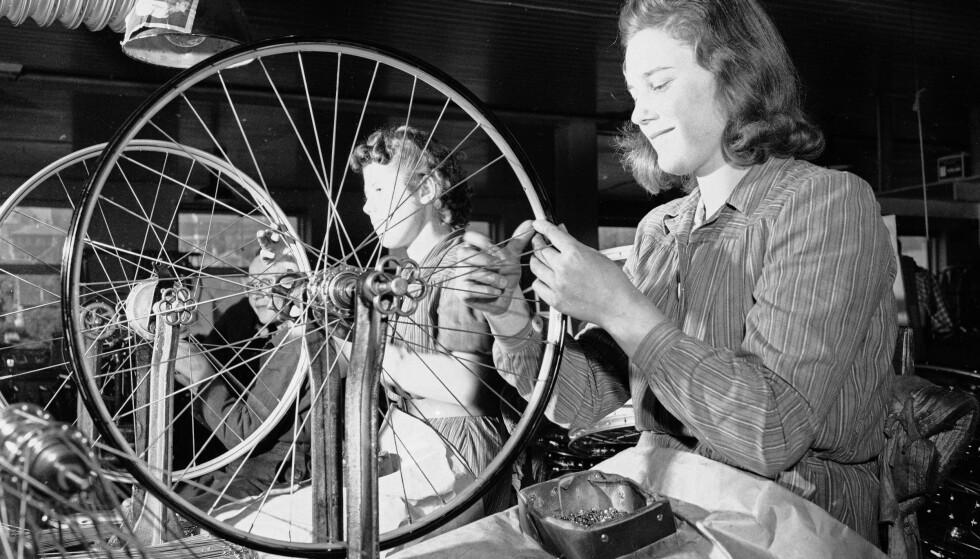 Mange avdelinger: Øglænds sykkelfabrikk var delt opp i mange avdelinger som tok seg av hvert sitt ledd i sykkelproduksjonen. Foto: Sverre A. Børretzen / Aktuell / NTB Scanpix