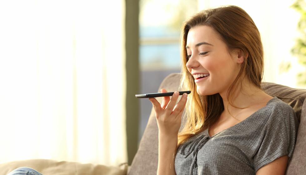 STEMMESTYRING: Smarttelefonen din inneholder kunstig intelligens. For eksempel funksjonen hvor du kan stemmestyre den. Foto: Shutterstock