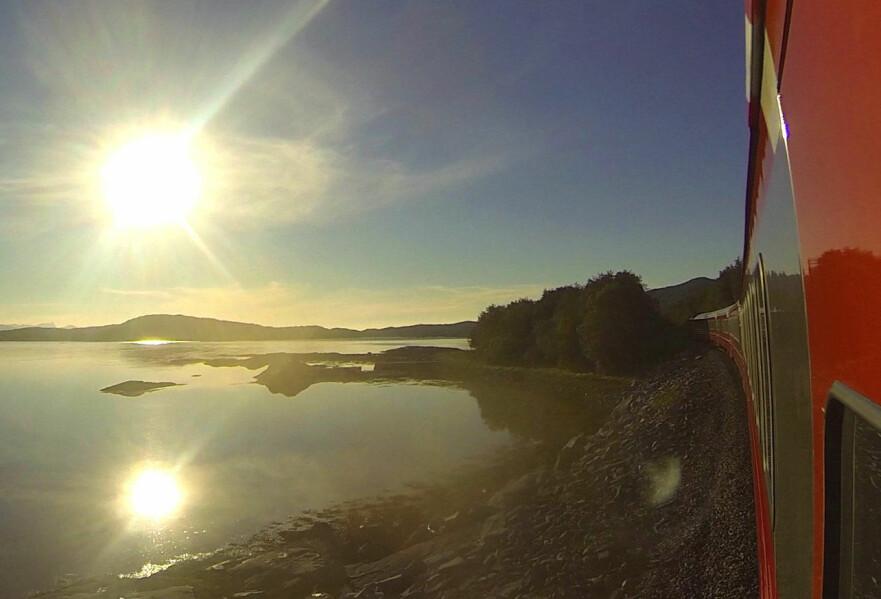 <strong>SALTEN:</strong> I Norge kan du ta nattog nord til Bodø og sør til Kristiansand. Lyse somre gir deg valget mellom søvn og utsikt. FOTO: Tore Bjørback Amblie, NSB FOTO