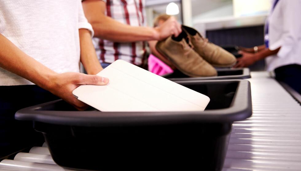 PASS PÅ SAKENE: Tyveri i sikkerhetskontrollen på flyplasser forekommer, og blir man visitert kan det bli vanskelig å holde oppsyn med bagasjen. Foto: Colourbox