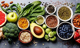 KALORIER: Det går fint an å spise sunt, men likevel gå opp i vekt. Det er kaloriregnskapet som teller for vekten, mens ingridiensene bestemmer hvor sunn kroppen blir. Foto: Shutterstock
